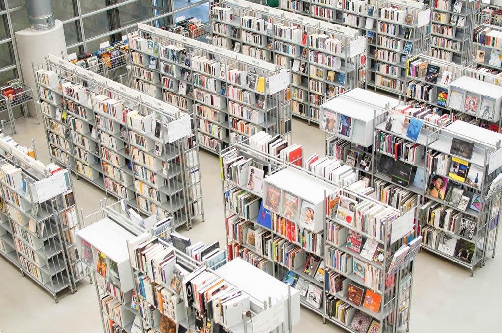 Nettoyage industriel dans une bibliothèque publique par Nantnet