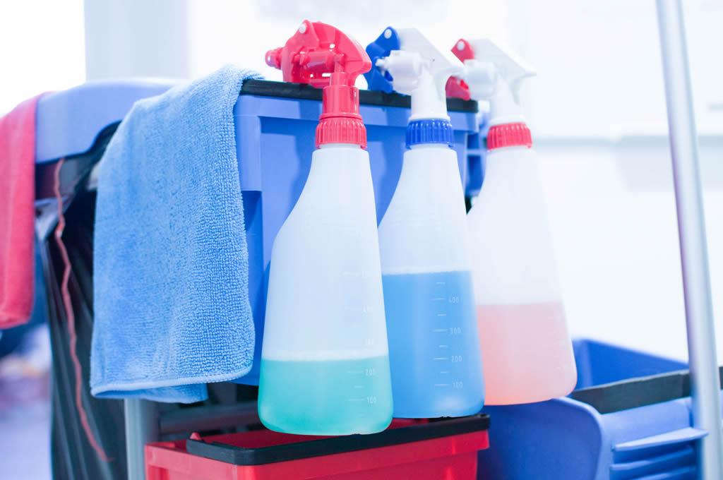 Produits de ménage utilisés par Nantnet, entreprise de nettoyage nantes