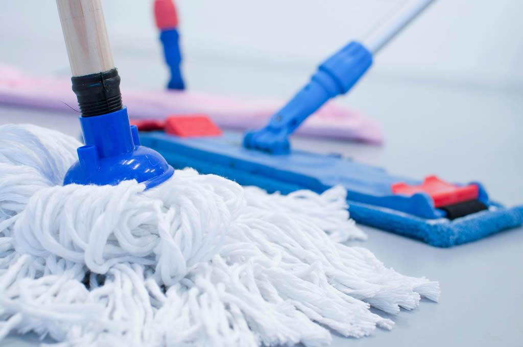 Balais professionnels pour nettoyer les sols, Nantnet société de nettoyage à Nantes