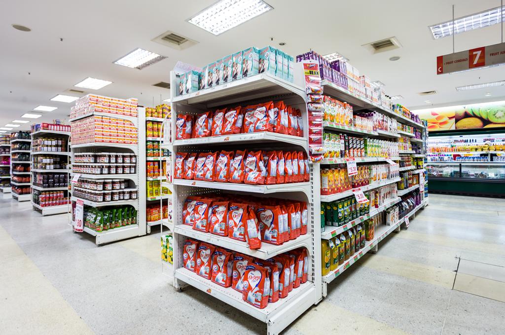 Nettoyage d'un supermarché par Nantnet : vue des rayons