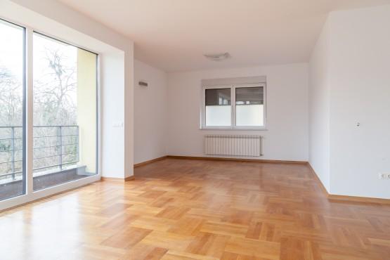Nettoyage d'appartement avec parquet en bois massif